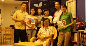 Nhà văn Nguyễn Nhật Ánh ghé thăm Tiệm sách Kính Vạn Hoa Hà Nội