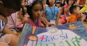 """Buổi đọc sách """"Bác sỹ Ai bô lít"""" (Coócnây Trucốpxki, Kim Đồng, 2011)"""