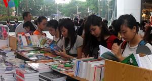 Ngày hội đọc sách mới chỉ là… bán sách