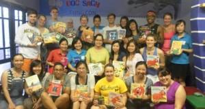 Sinh viên đại học Michigan đến thăm CLB Đọc sách cùng con