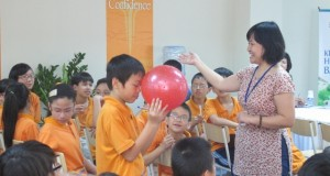 Học sinh khối Trung học cơ sở Wellspring nói chuyện cùng TSGD Nguyễn Thụy Anh