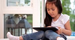 """Cha mẹ cần làm gì khi trẻ """"nghiện"""" sử dụng các thiết bị công nghệ?"""
