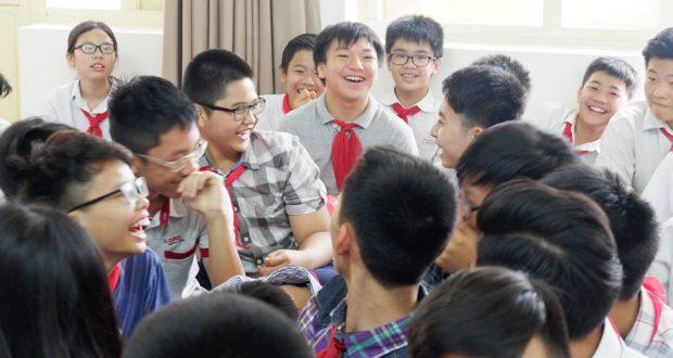 TSGD Nguyễn Thụy Anh chia sẻ với bạn lớp 8 trường Thực Nghiệm
