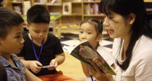 """Buổi đọc sách """"Bác sĩ Ai Bô Lít"""" (Coócnây Truxcốpxki, NXB Kim Đồng, 2011)"""