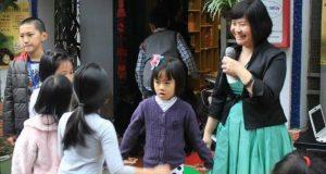 Phụ huynh ép giáo viên quỳ gối: Chúng ta đang quên những đứa trẻ