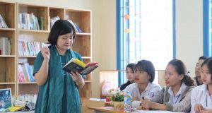 TSGD Nguyễn Thụy Anh đến với CLB Đọc sách trường THPT Hồng Đức