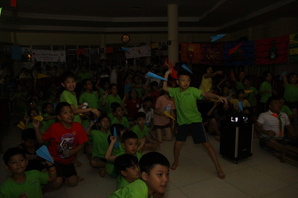 ecocamp 2019 - 1- mung sinh nhat clb doc sach cung con 9 tuoi (10)