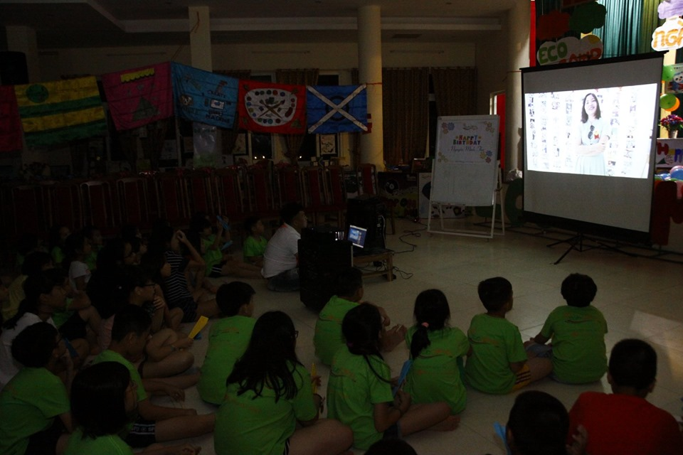 ecocamp 2019 - 1- mung sinh nhat clb doc sach cung con 9 tuoi (7)