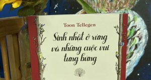"""Bạn thân mến, bạn sẽ đến dự bữa tiệc của tớ chứ? (Đọc """"Sinh nhật ở rừng và những cuộc vui tưng bừng"""", Toon Tellegen, Jessica Ahlberg minh họa, Huy Toàn dịch, NXB Kim Đồng, 2020)"""