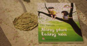 """Để dành nắng vàng hong bao kỷ niệm (Đọc """"Nắng phơi trắng xoá"""", Riv Nguyễn, NXB Kim Đồng, 2016)"""