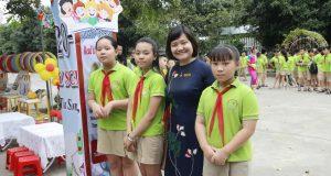 TSGD Nguyễn Thụy Anh chia sẻ tại Ngày hội đọc sách tiểu học Đình Bảng 2